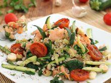 Orkiszowa sałatka z warzywami