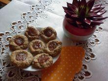 Orkiszowe ciasteczka z marmoladą z pigwy i sezamem