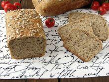 Orkiszowy chleb na zakwasie z ziarnami