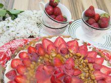 Orzechowa tarta z truskawkami i mascarpone
