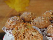 Orzechowe muffinki z gruszką