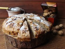 Orzechowo-bakaliowe ciasto
