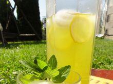 Orzeźwiająca lemoniada na upalne dni