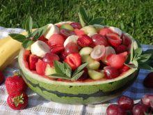 Orzeźwiająca letnia sałatka owocowa