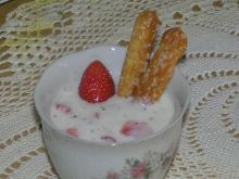 Orzeźwiający deser truskawkowy