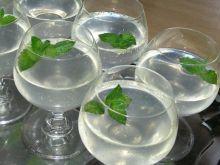 Orzeźwiający koktajl alkoholowy