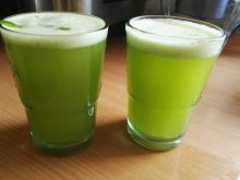 Orzeźwiający zielony koktajl