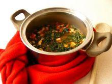 Ostra zupa fasolowa ze szpinakiem