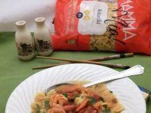 Ostra zupa z krewetkami i makaronem