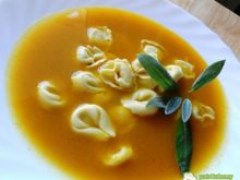 Ostry krem dyniowy curry z tortellini