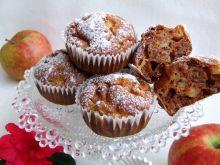 Otrębowe muffinki z białek z jabłkami i rodzynkami