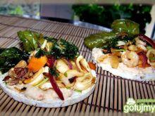 Owoce morza na pikantnym tofu  na waflu.