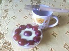 Owoce na deserach z apetycznym połyskiem