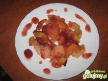 Owoce pieczone w sosie truskawkowym