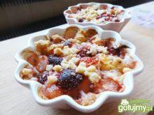 Owoce pod pierzynką z kruszonki