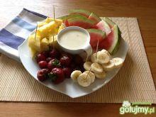 Owoce z sosem jogurtowym z nutką cytryny