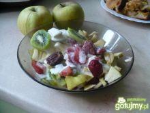 Owocowa sałatka z daktylami
