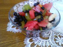 Owocowa sałatka z jagodami