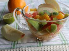 Owocowa sałatka z miodem i winem