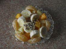 Owocowa sałatka z ziarnami