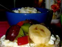 Owocowa salsa na twarożkowej kołderce