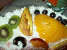 Owocowe dekoracje na tort