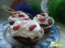 Owocowe muffiny z bitą i fasolkami