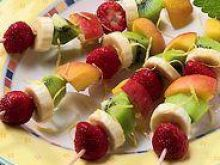 Owocowe szaszłyki dla damy