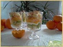 Owocowo-cytrusowy pucharek z bitą śmiet.