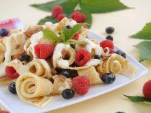 Owocowo-naleśnikowa sałatka