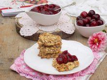 Owsiankowe ciasteczka z frużeliną wiśniową