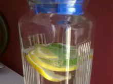 Orzeźwiająca woda na letnie dni
