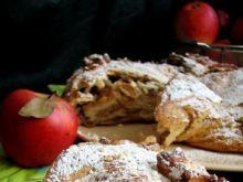 Pachnąca rolada drożdżowa z jabłkami