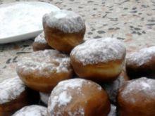 Pączki bez nadzienia z cukrem pudrem
