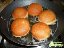 Pączki z dżemem truskawkowym
