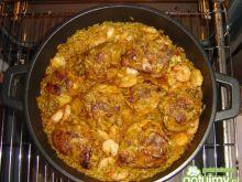 Paella z kurczakiem i owocami morza
