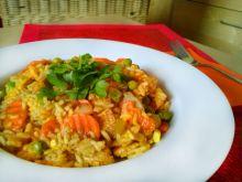 Paella z warzywami i kurczakiem