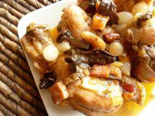 Pałki z kurczaka duszone z boczkiem i grzybami