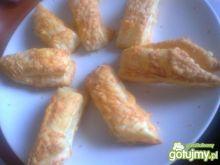 paluchy z ciasta francuskiego z serem