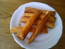 Paluszki z ciasta francuskiego na ostro