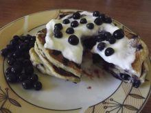 Pancakes na maślance z jagodami i migdałami
