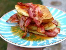Pancakes z boczkiem i syropem klonowym