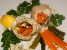Panga na parze z warzywami i sosem koperkowym