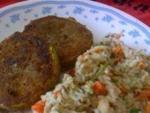 Panierowana cukinia na ryżu z warzywami
