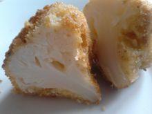 Panierowany kalafior z żółtym serem