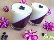 Panna cotta z białą czekoladą i jagodami