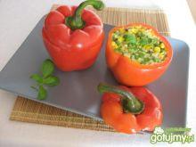 Papryka faszerowana jaglanką i warzywami