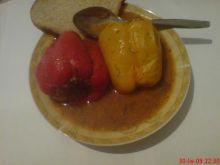 Papryka faszerowana w sosie koperkowym