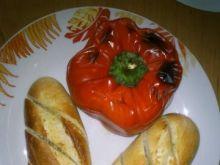 Papryka faszerowana z bagietką czosnkową