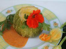 Cukinia faszerowana z sosem pomidorowo-cukiniowym